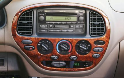 tundra_interior_center_console