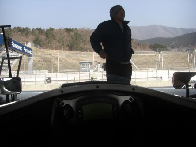 Driver's point of view from the FCJ Formula Renault racecar.